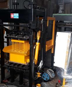 Meson cetak Paving Semi Otomatis
